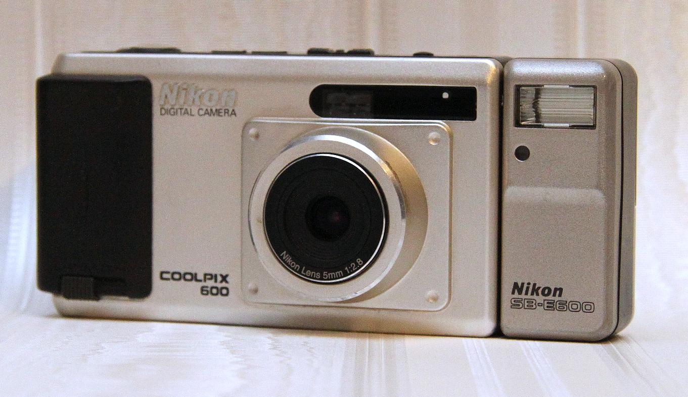 Nikon CoolPix 600 (1998)