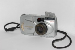 Olympus C-900 Zoom (Wiki commons)