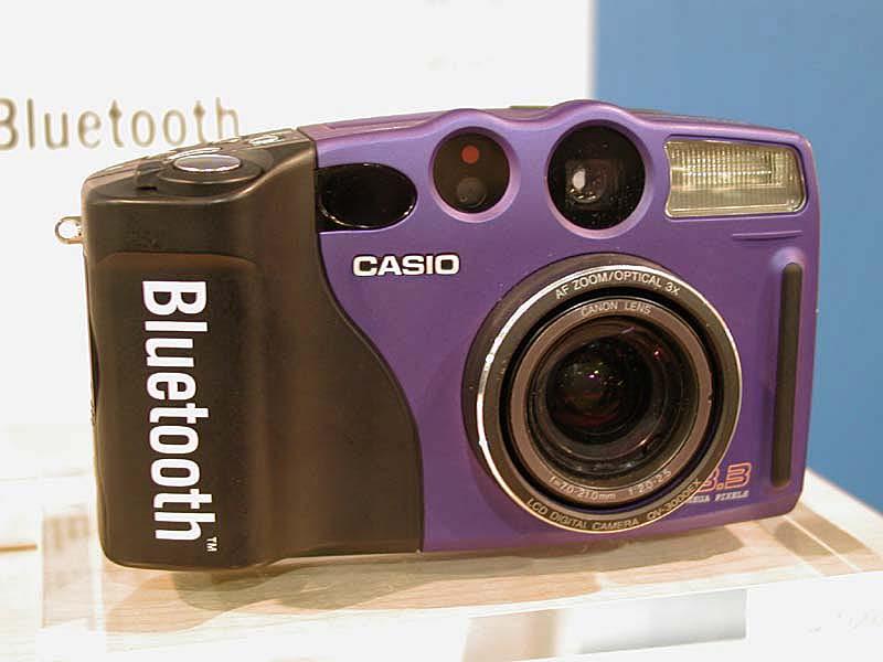 Casio QV-3000 bluetooth camera (© digitalcamera.jp)